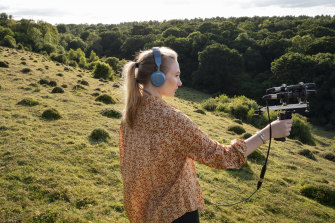 A field recordist at work in Sonia Leber and David Chesworth's What Listening Knows.