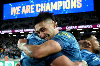 AUCKLAND, NEW ZEALAND - JUNE 19: Alex Hodgman celebrates with Rieko Ioane of the Blues after winning the Super Rugby Trans-Tasman Final match between the Blues and the Highlanders at Eden Park on June 19, 2021 in Auckland, New Zealand. (Photo by Hannah Peters/Getty Images)