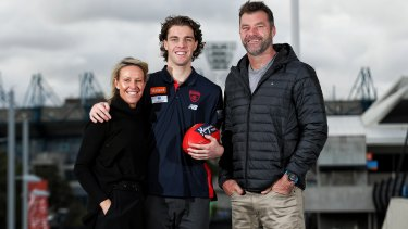 Austin Bradtke with mum Nicole and dad Mark.