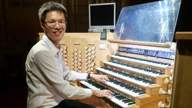 Edwin Kwong playing the Notre-Dame organ.
