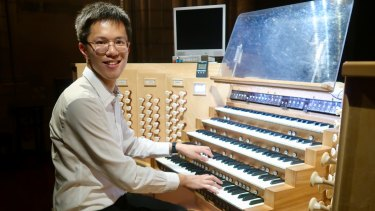 Edwin Kwong playing the Notre-Dame organ.
