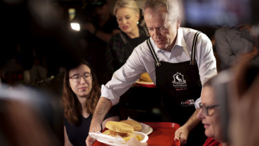 Bill and Chloe Shorten help to serve food during a visit to the Salvation Army's Lighthouse Cafe in Melbourne on Good Friday.