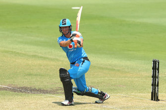 BRISBANE, AUSTRALIA - DECEMBER 07: Sophie Devine of the Strikers bats during the Women's Big Bash League Semi-Final between the Adelaide Strikers and the Perth Scorchers at Allan Border Field on December 07, 2019 in Brisbane, Australia. (Photo by Chris Hyde/Getty Images)