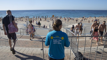 Social distancing at Sydney's Coogee beach on Anzac Day.