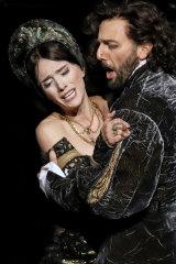 Ermonela Jaho as AnnaBoleyn and Leonardo Cortellazzi as Lord Percy.