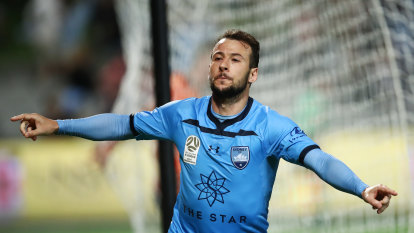 Le Fondre bags hat-trick as Sydney FC slam five past hapless Brisbane