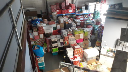 Convoy delivers 1200 Christmas hampers to drought-stricken NSW farmers