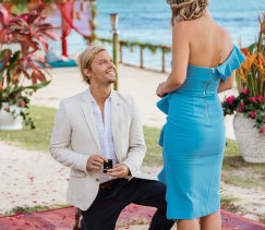 Sam proposes to Tara on Bachelor in Paradise.