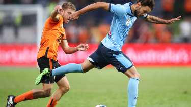 Ninkovic controls the ball against Brisbane in Sydney FC's 5-0 romp.