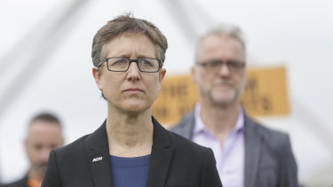 ACTU secretary Sally McManus has urged the crossbench not to pass the government's industrial bill unless changes are made.