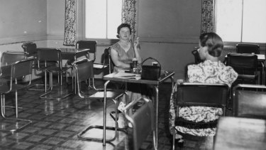 The ladies lounge, Tallangatta Hotel, 1954.