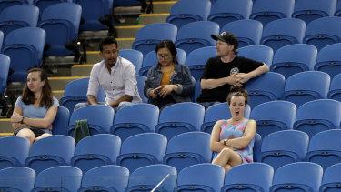 Spectators battle fatigue as they watched the late match between Garbine Muguruza and Johanna Konta.