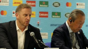 Rugby World Cup tournament director Alan Gilpin, left, and Japan Rugby 2019 chief executive Akira Shimazu announce match cancellations because of Typhoon Hagibis in Tokyo on Thursday.