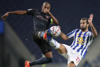 Manchester City's Fernandinho and Sergio Oliveira of Porto vie for possession during Wednesday's scoreless draw in Portugal.