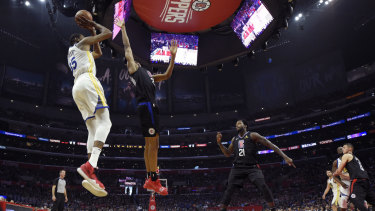 Warriors forward Kevin Durant shoots against the Clippers.