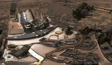 Curiosity rover at Vera Rubin Ridge on Mars.