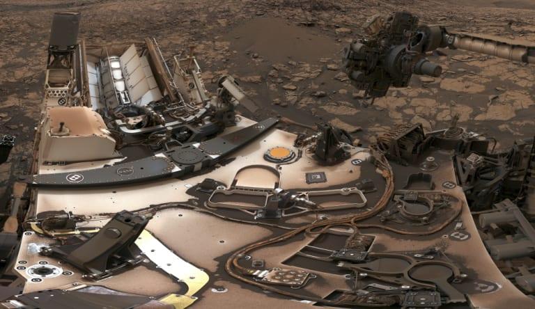 Curiosity rover at Vera Rubin Ridge on Mars.
