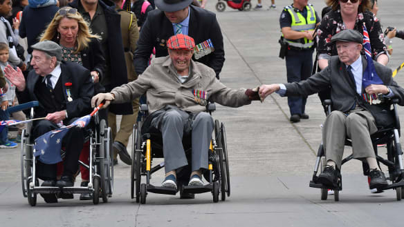 No rain on parade as balmy weather greets Anzac Day marchers