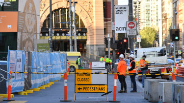 Traffic has been reduced from two lanes to one on Flinders Street as Metro Tunnel works in the area ramp up.