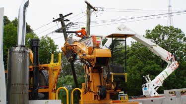 Ausgrid is working to assist thousands of people who remain without power a week after severe storms lashed Sydney.