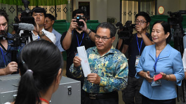 Kandal Provincial Governor Mao Phirun (centre) the first person to cast his vote at the Kandal Provincial Teacher Training School.