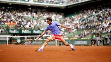 Roger Federer, playing at Roland Garros in his last French Open appearance in 2015.