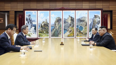 Moon Jae-in, second from left, and Kim Jong Un, right, talk during their meeting on May 26.