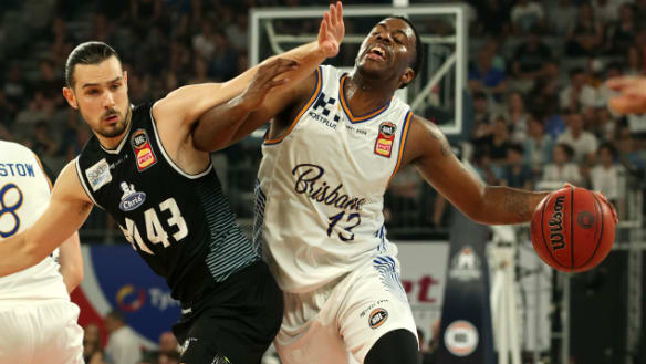 Brisbane Bullets fall to Melbourne United in close NBL tussle