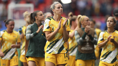 Arnold backs Matildas to block out 'noise' from Stajcic debate