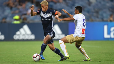 Keisuke Honda of the Victory (left) and Jair of the Jets compete for the  ball.