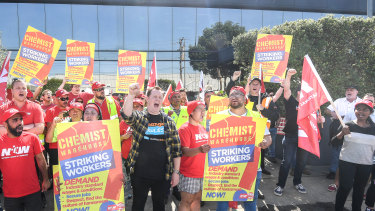 Striking workers and unionists outside Chemist Warehouse's Preston distribution centre on Friday.
