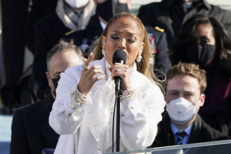 Jennifer Lopez singingat the inauguration.