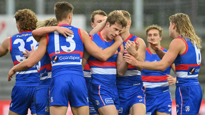 Hotel room-bound Bulldogs hope AFL defies semi-final fixture convention