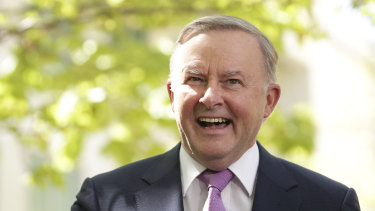Opposition Leader Anthony Albanese is facing a battle with unions over a suite of free trade agreements.