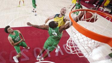 Joe Ingles drives to the hoop against Nigeria.