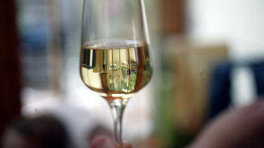 Doctors have called for minimum floor pricing for alcohol in NSW.