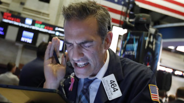 Wall St suffered heavy losses on Monday.