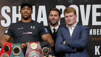 'A massive tear-up on my lawn': World champ's promoter plans bouts in back garden