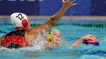 Stingers off to perfect start with bruising win against Canada