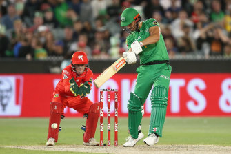 Marcus Stoinis belted an unbeaten 68 as the Melbourne Stars were far too strong for the Melbourne Renegades at the MCG on Saturday night.