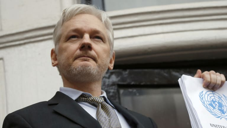 Julian Assange, founder of Wikileaks, is said to be considering testifying to a US investigation into Russian election meddling.
