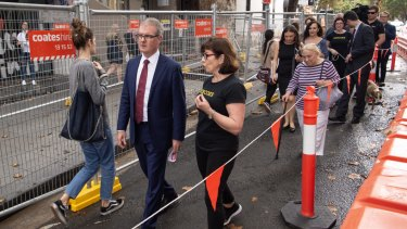 Michael Daley tours Crown St in Surry Hills