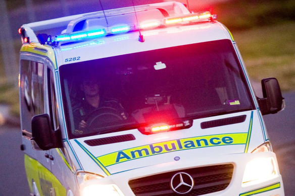 Man killed by snapped towing strap helping bogged driver in central Queensland