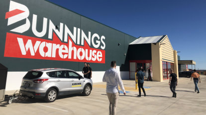Bunnings goes after schools, community groups amid builder slowdown