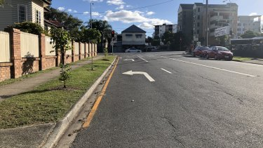 Bell Street at Kangaroo Point with the yellow line and dedicated turn line where Ms Chan's car was parked.
