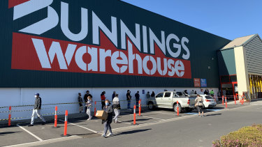 Wesfarmers, the parent company of Bunnings, Officeworks, Kmart and Target, has said it will continue to pay its permanent staff at its shut-down Melbourne stores for the duration of the six-week-long lockdown.