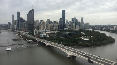 The maximum temperature in Brisbane should drop five degrees from Tuesday to Wednesday - from 32 to 27 degrees.