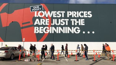 Bunnings will give its workers a thank you payment of up to $1000 for keeping its stores running during the coronavirus.