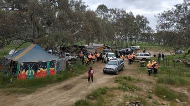This morning police officers and roads workers moved into the Djab Wurrung site on the Western Highway.