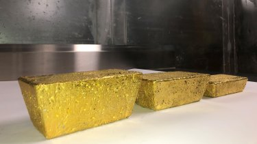 Three doré gold bars weighed 1139 oz.